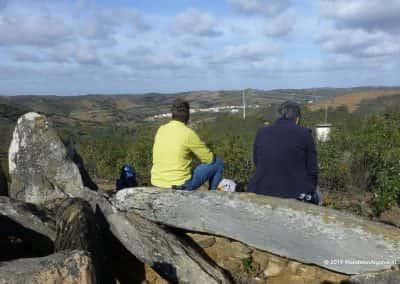 Prehistorisch bouwwerk boven Mealha, Anta of hunebed, uitzicht over vallei Mealha