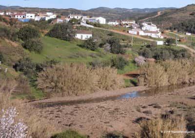 Wandelroute Tavira Carriços aan de rivier in de groene heuvels
