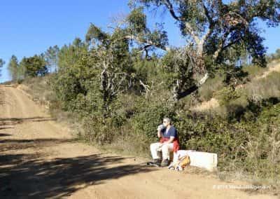 Wandelaar, wandelpad, picknick, ruig landschap