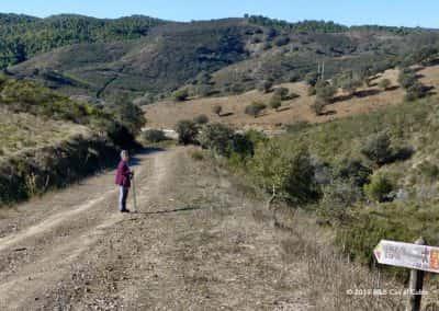 Routebord rondwandeling PR5 in het heuvellandschap bij Odeleite