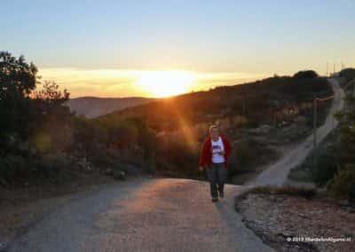 Wandelaar in zonsondergang bij São Brás de Alportel
