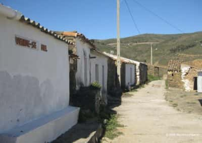 Honing te koop in gehuchtje op wandeling Serra de Alcaria do Cume TAV PR15