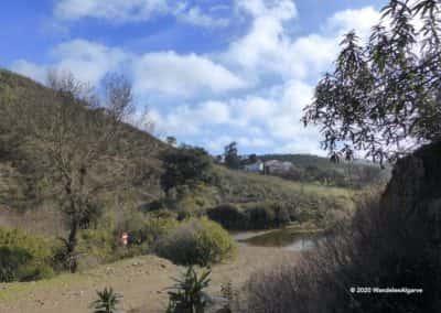 Rivieroversteek in de wandeling TAV PR7 vanuit Mealhas