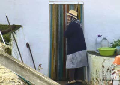 Bevolking van het achterland van de Algarve op wandeling do Vale das Hortas